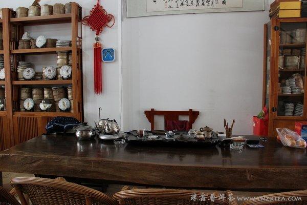 珠鑫普洱茶实体店一角